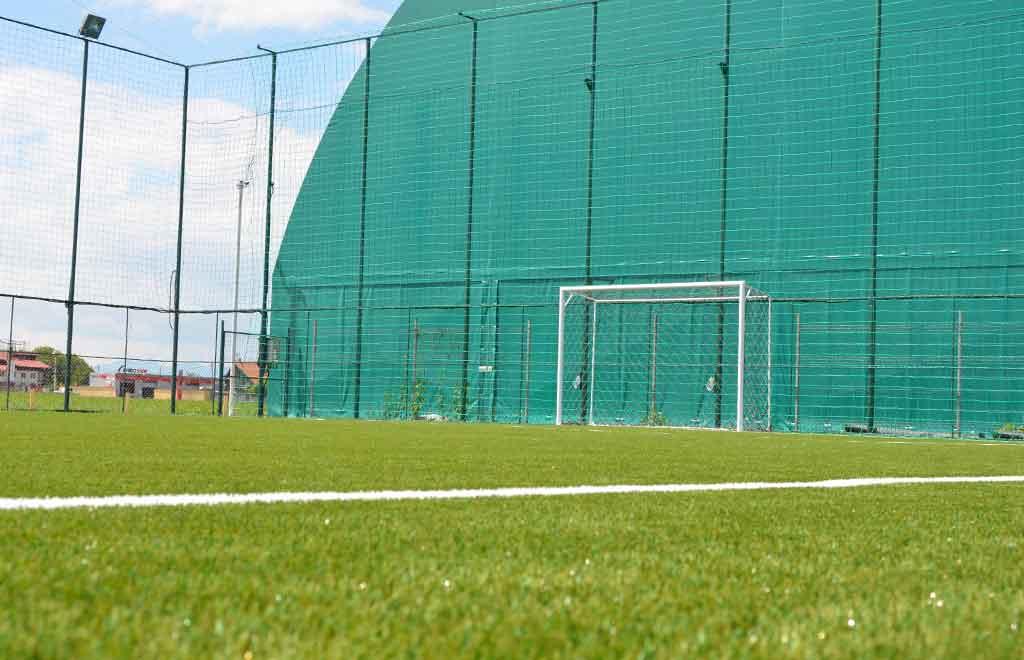 teren fotbal descoperit stupini