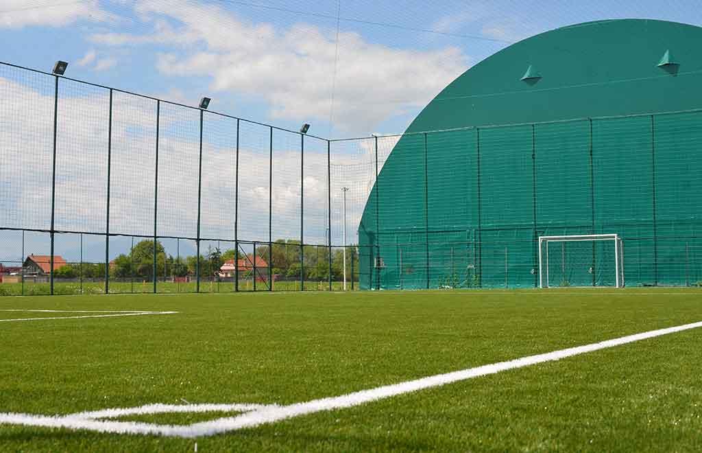 teren fotbal descoperit pro arena
