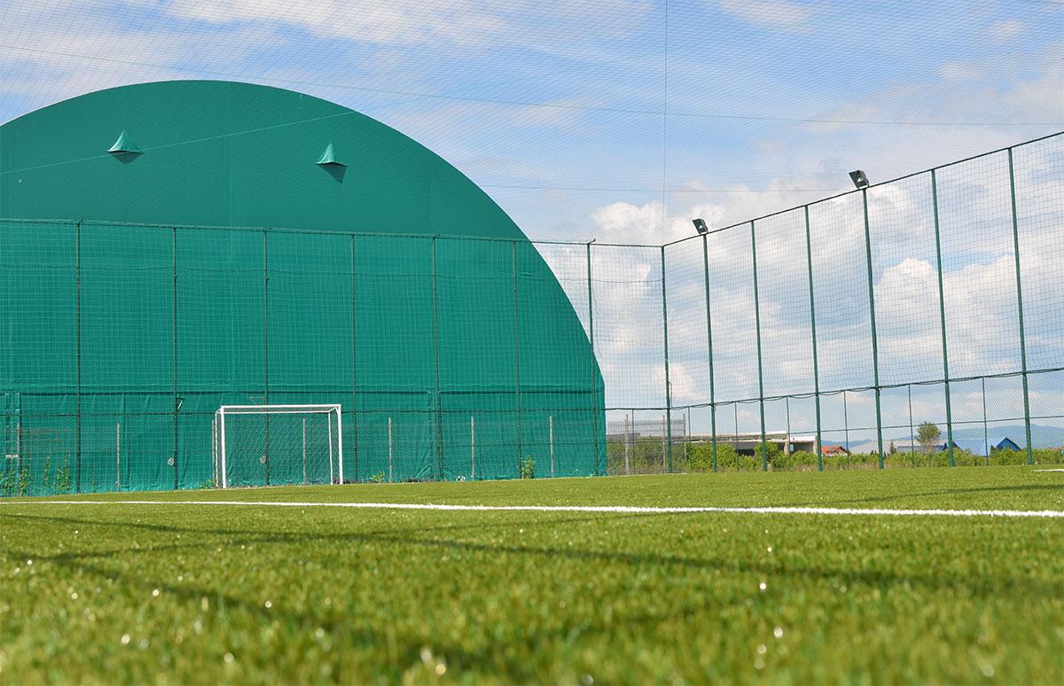teren fotbal descoperit brasov